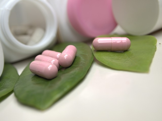 lístky, růžové tabletky