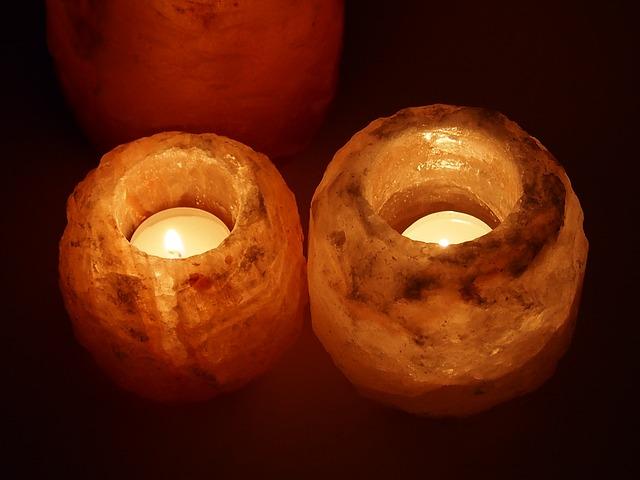 solné lampy rozsvícené