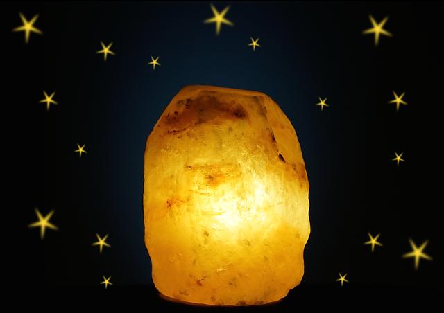 solná lampa a hvězdy