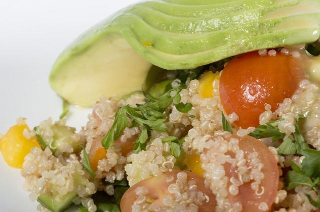 quinoa v salátu